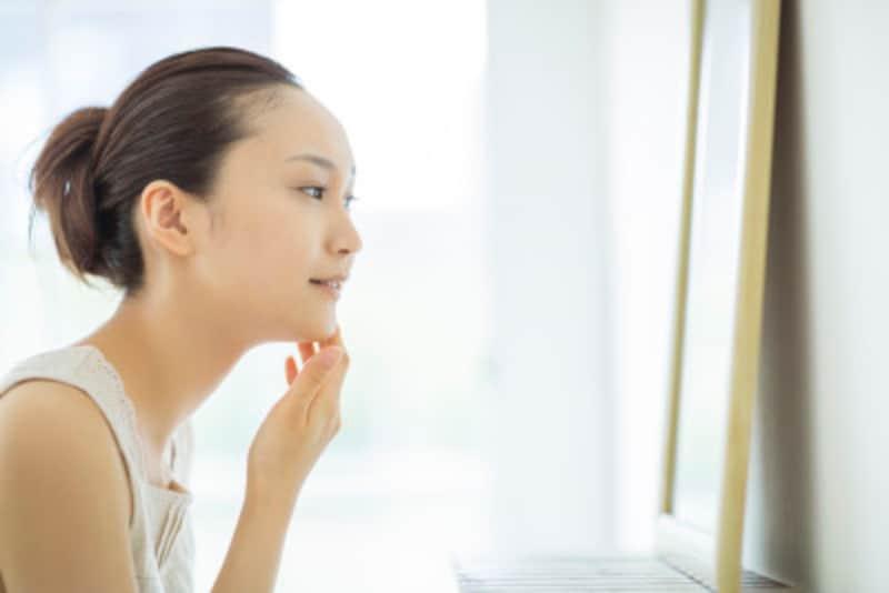 顔のシワを改善!できてしまったシワやたるみを解消するテクニックとは?