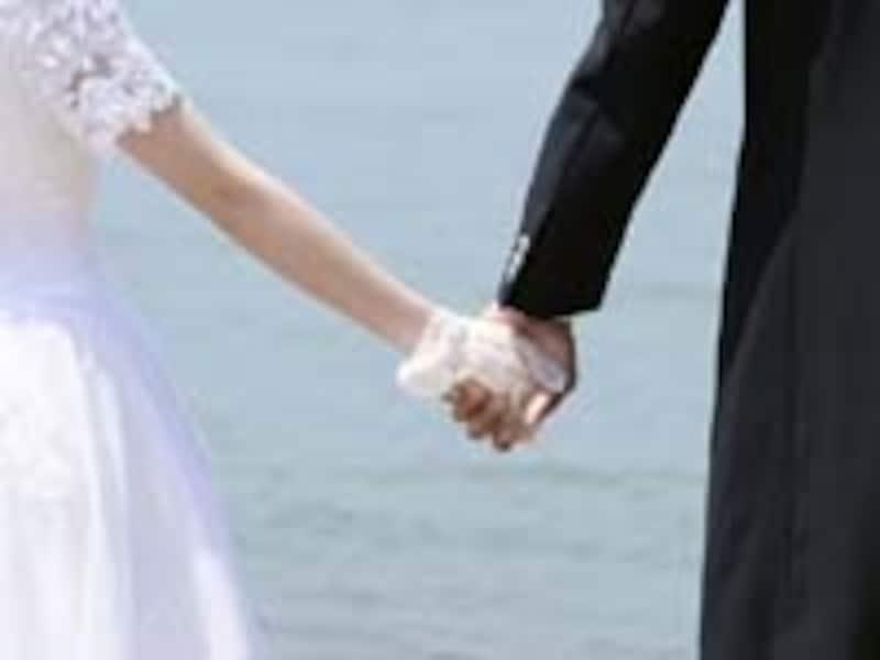 海外挙式を希望するカップルは多い。新婚旅行を兼ねられるのも人気の原因