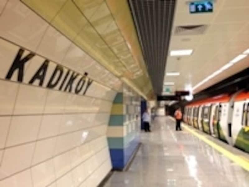 M4線カドゥキョイ駅