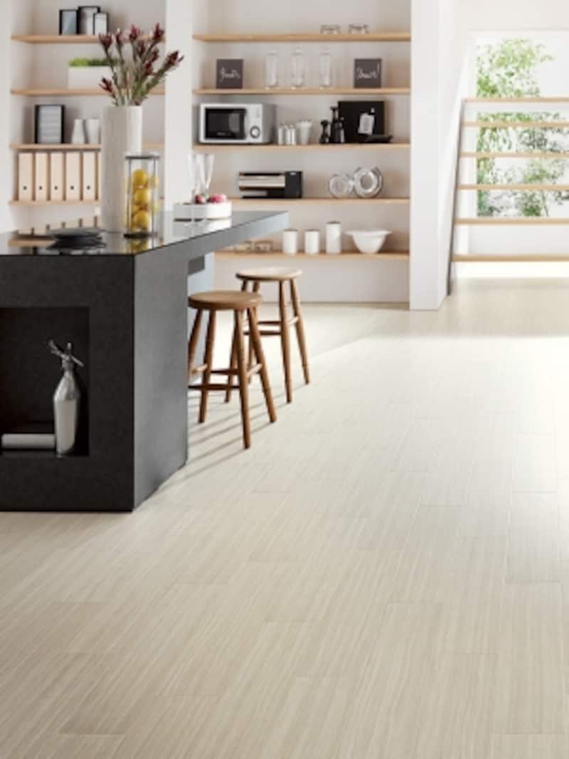 掃除がしやすいので清潔なダイニング空間を保つことができる。すっきりとしたモダンなインテリアに。[トラバーチン]undefinedサンゲツhttps://www.sangetsu.co.jp/