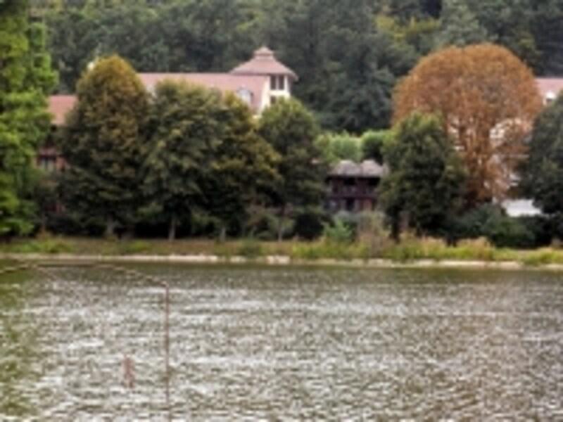 ホテルとヴィルダヴレ湖