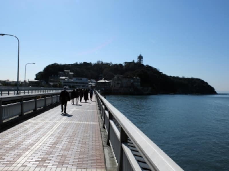 江ノ島弁天橋から見た江ノ島