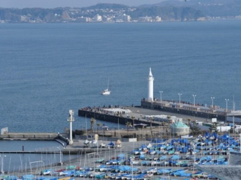 「みどりの広場」からのヨットハーバーの眺望