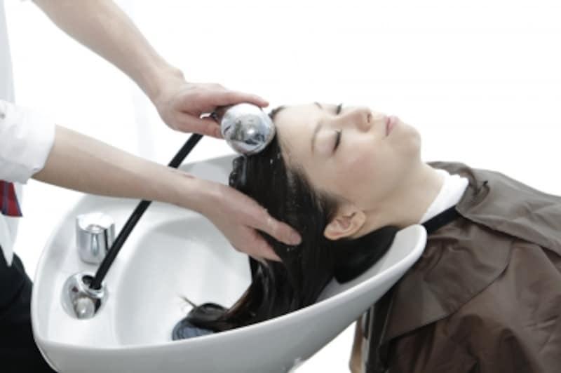 妊娠するとこれまでのヘアケアもこのままで良いのか、気になりますね(写真提供:uka)