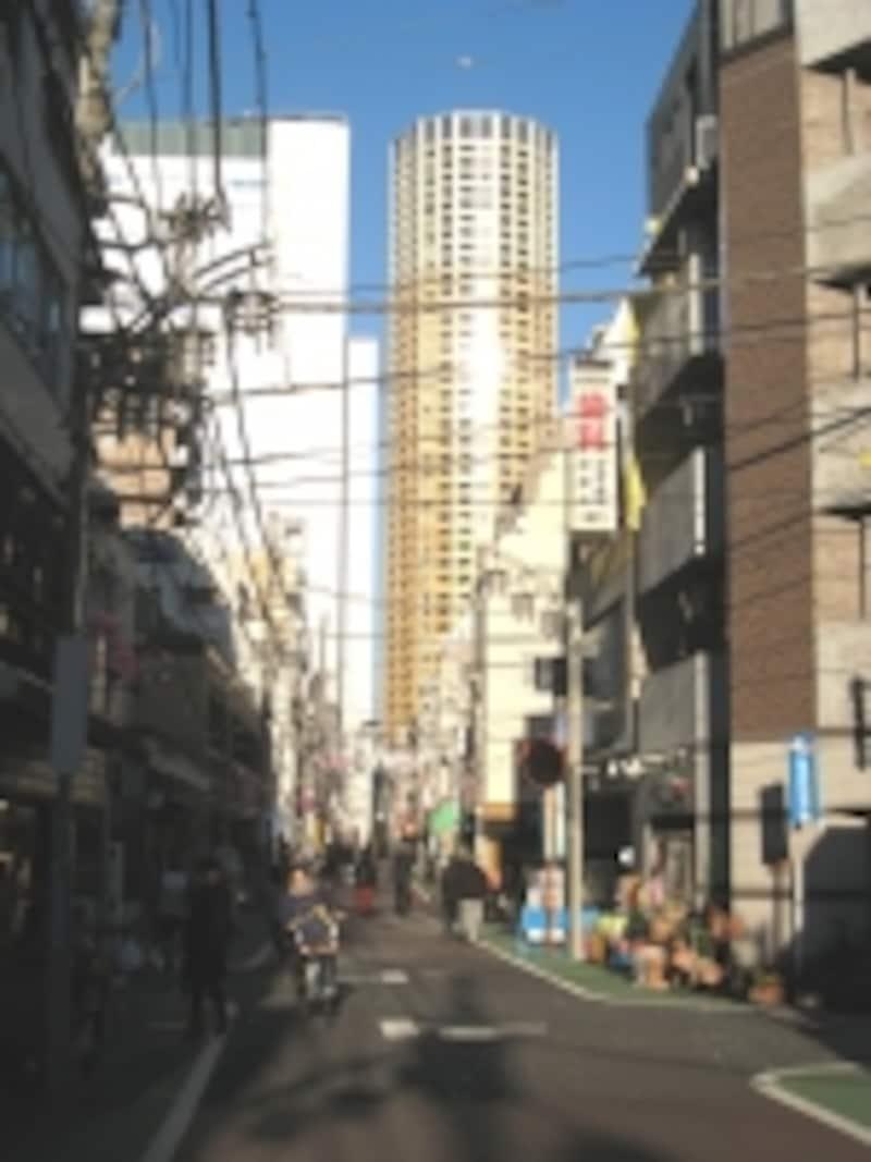 商店街とタワー
