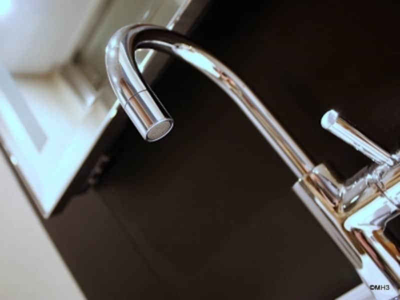 『ドンブラハ』1穴型シングルレバー洗面用混合栓「タラ・ロジック」(「アークヒルズ仙石山レジデンス」モデルルームにて撮影)