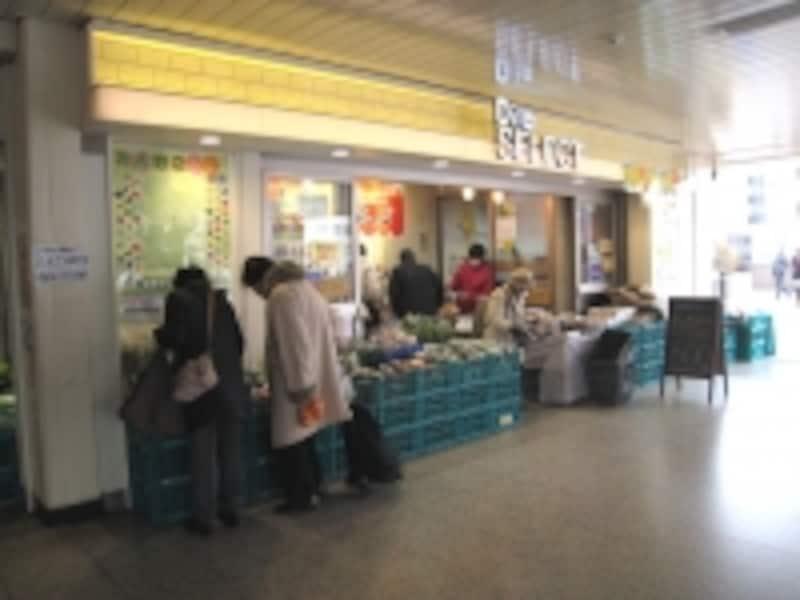 構内の農産物直売所