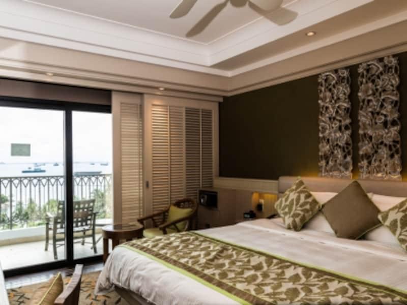 ゲストルームから溢れる高級感はシャングリ・ラスタンダード。広さと眺めの違いから、10カテゴリーに分かれている