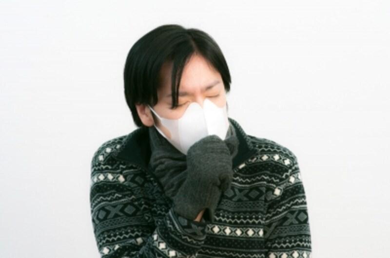 会社でも、学校でも、街中でも……。ゴホゴホ咳をしている人が気になる季節です