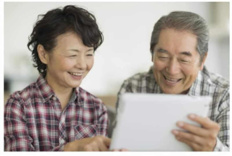 公的年金だけでは暮らせない。毎月6万円弱の赤字