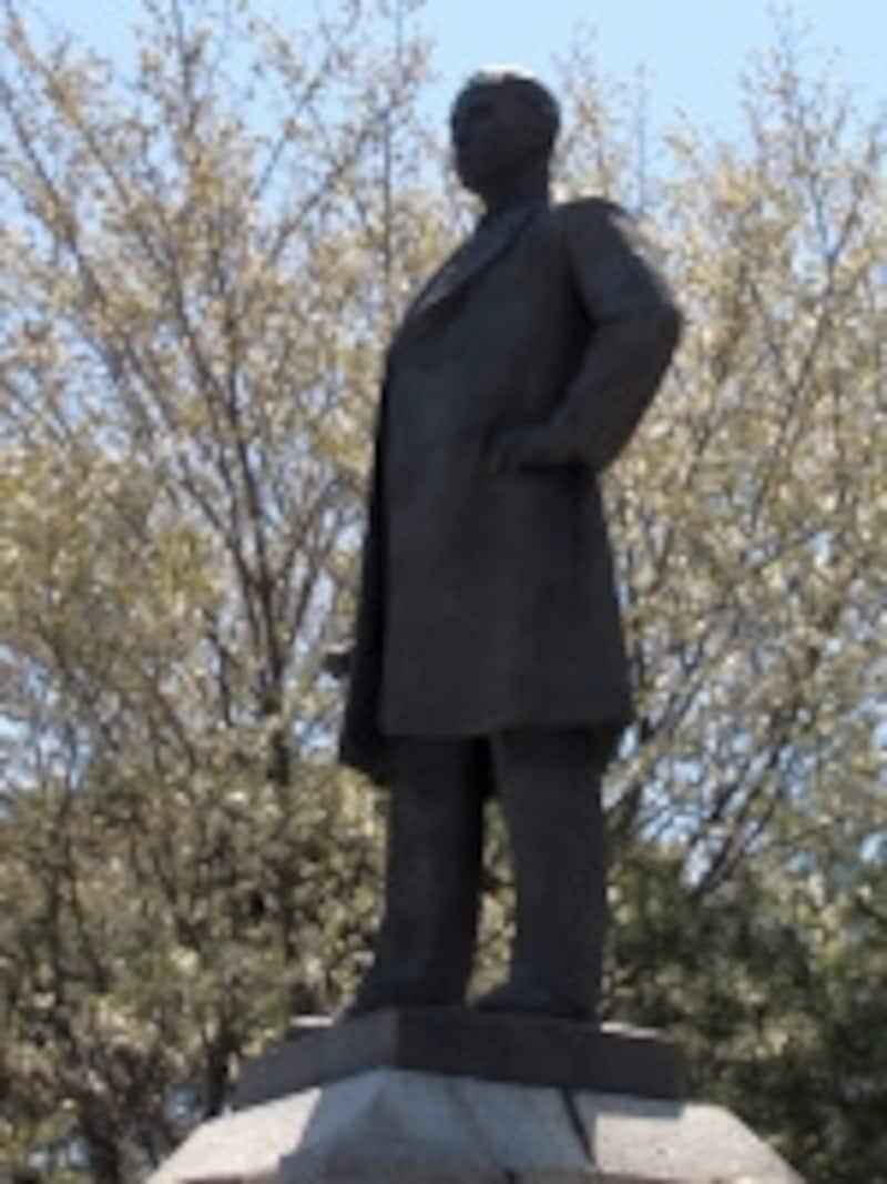 井上保三郎翁の像