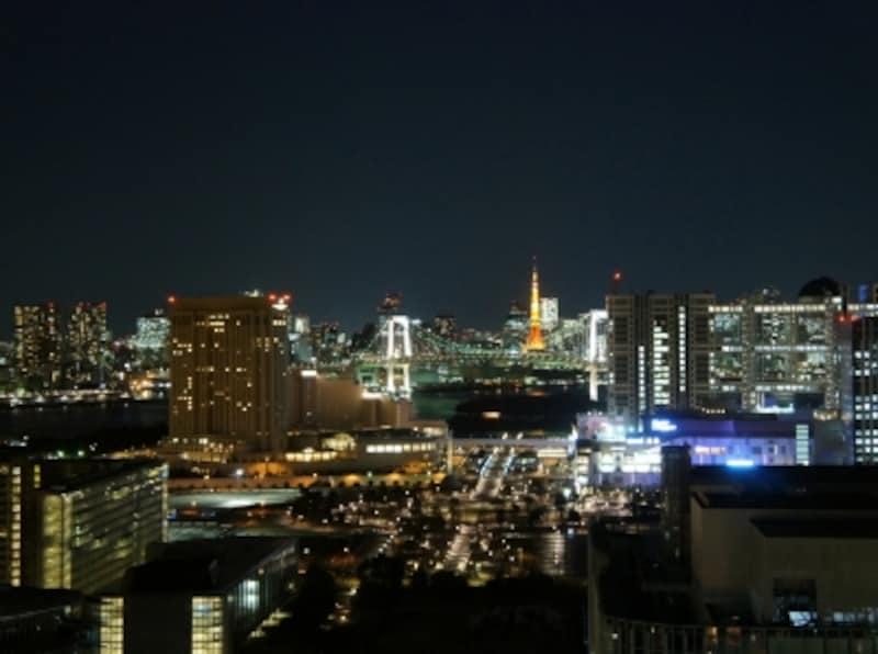 東京タワーとレインボーブリッジの夜景