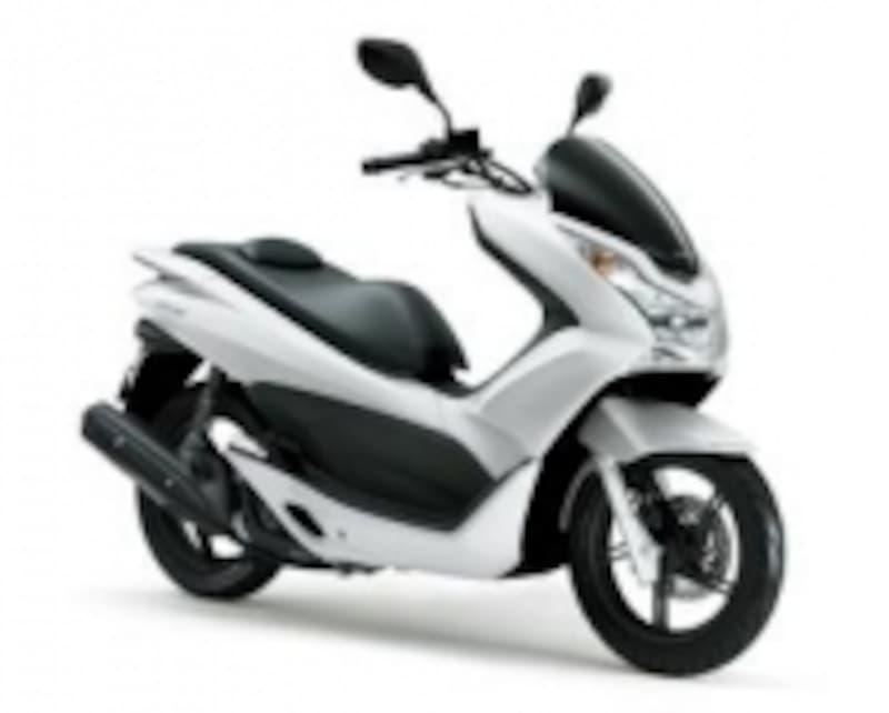 ホンダPCX(125cc)。2010年にリリースされ瞬く間に人気に。2010年にはグッドデザイン賞を受賞しました。