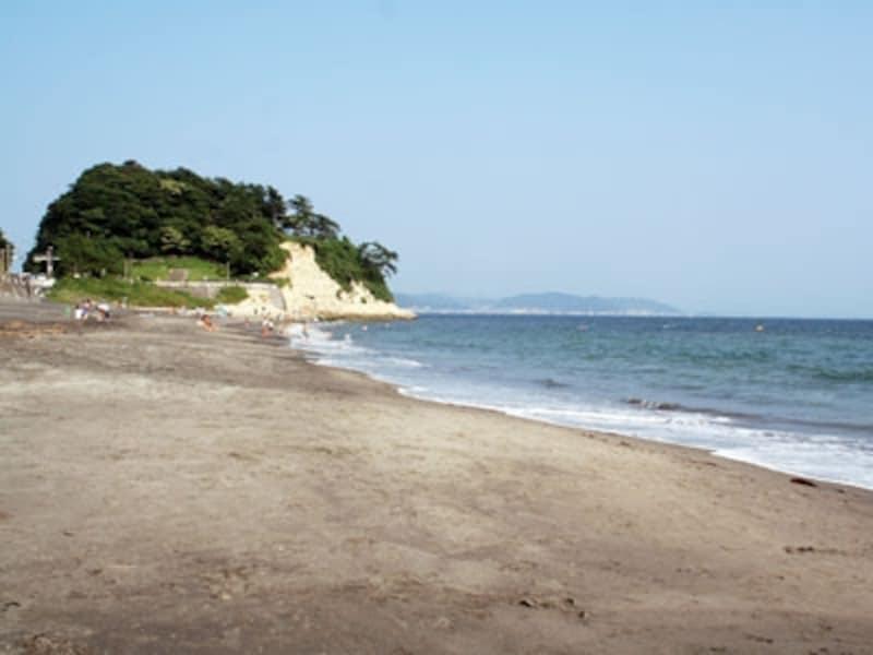 ロンディーノ前の稲村ヶ崎と海
