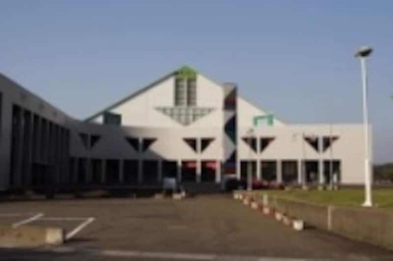公共の体育館などが一次避難所として利用される