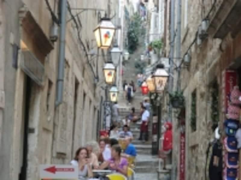階段や石畳の路地が多い旧市街