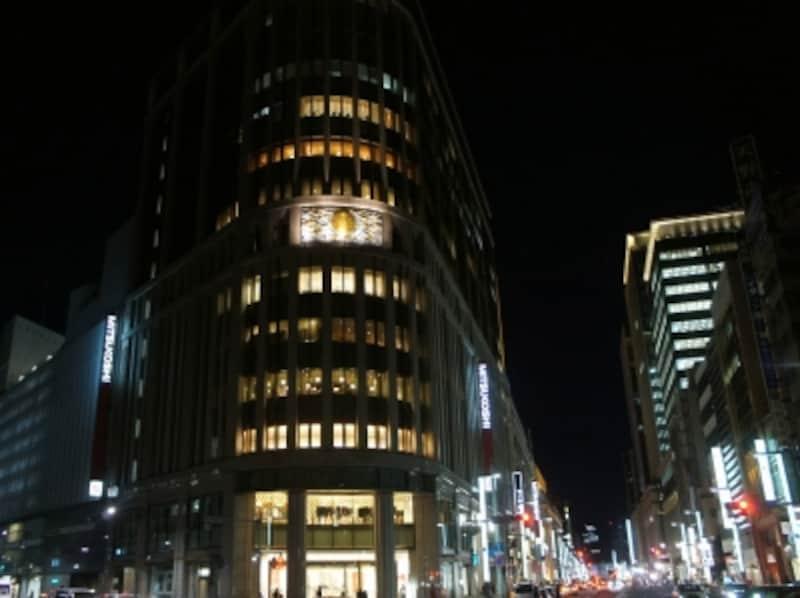 中央通りの夜景undefined手前左は三越新館