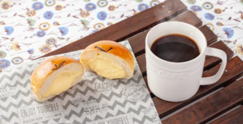 2019年7月からのバニラエア新メニュー『クリームパンセット』(コーヒーと紅茶、各500円)