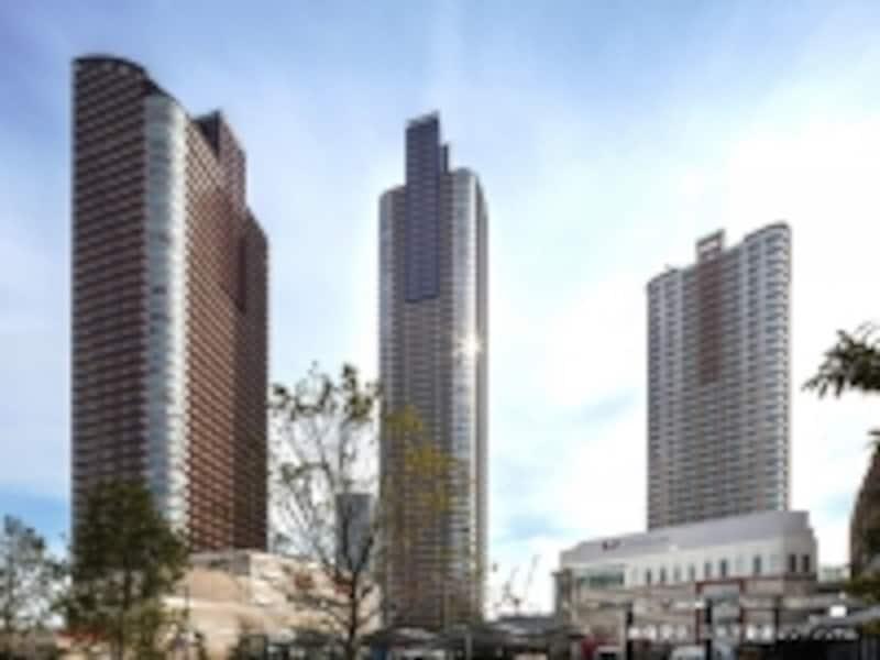 右が「パークシティ武蔵小杉ザグランドウィングタワー」