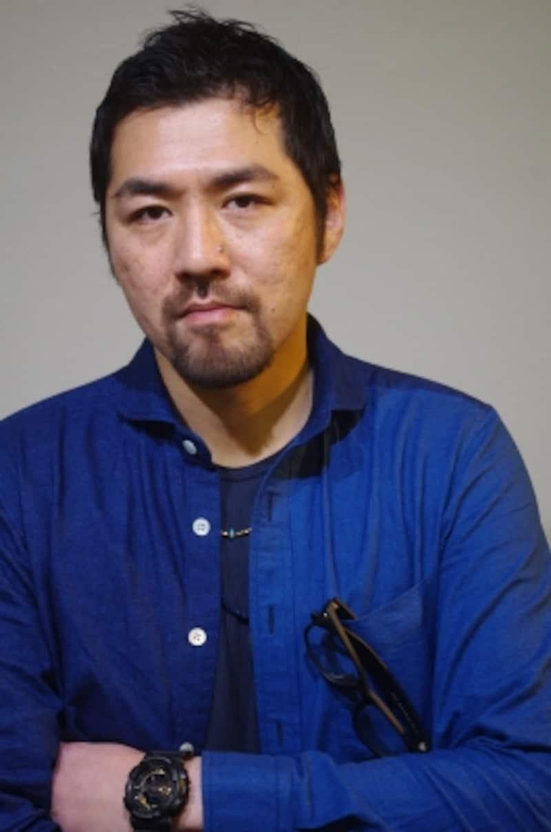 吉原光夫undefined1978年東京都生まれ。高校卒業後、日本工学院八王子専門学校に入学。99年に劇団四季研究所に入所し、『ジーザス・クライスト=スーパースター』『ライオンキング』『ユタと不思議な仲間たち』などに出演。07年に退団し、09年にArtistCompany響人を創設、演出も手掛ける。『レ・ミゼラブル』(11、13年)、『ザ・ビューティフル・ゲーム』(14年)など様々な舞台で活躍している。(C)MarinoMatsushima