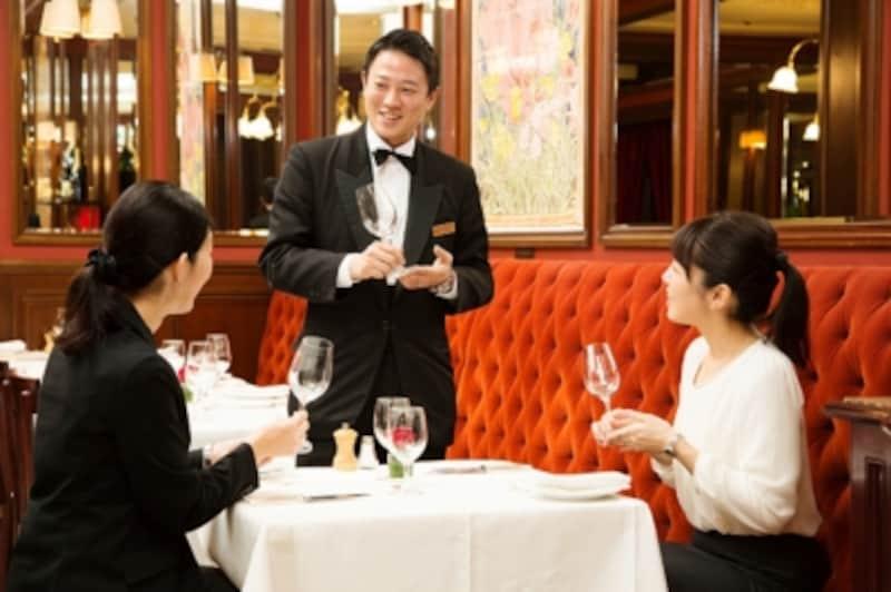 国際的なマナーや作法をホテルで学ぶ
