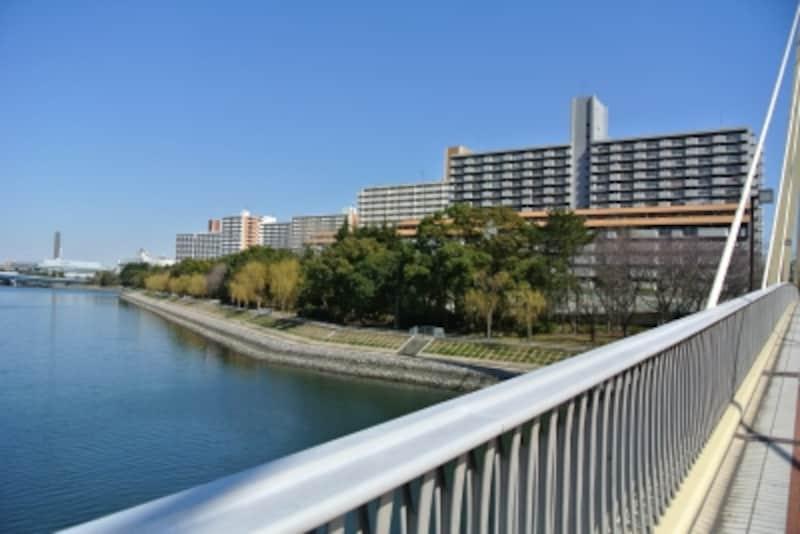 京浜運河沿いの景色