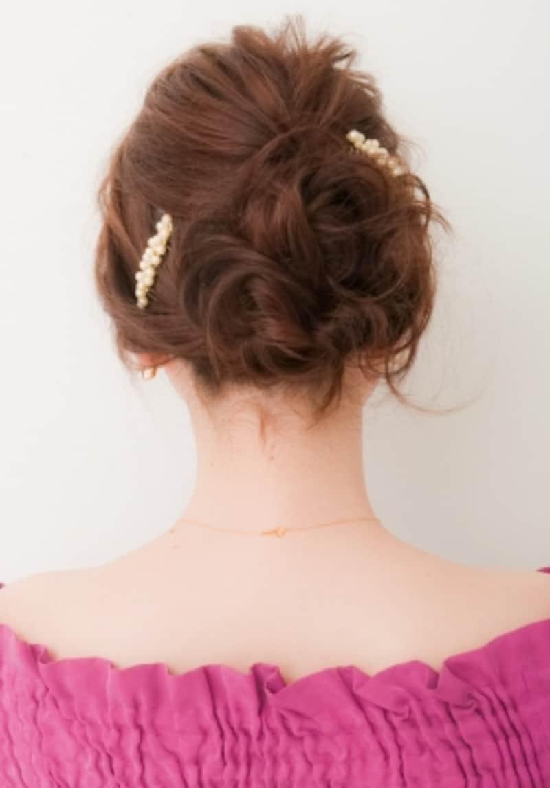 ミディアムヘア・フェミニンなゆるアップスタイル