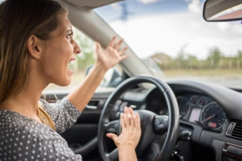 夫婦愛が冷めた妻の行動:運転席での悪態を聞かされたとき