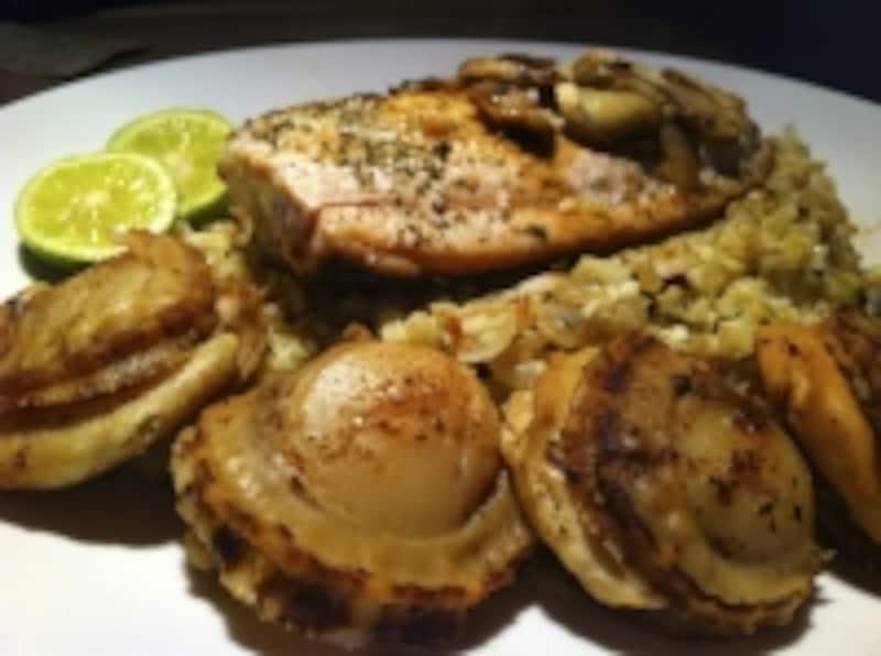 グリルで焼いただけのシンプルなお肉や魚介類、野菜はパレオダイエットの定番料理