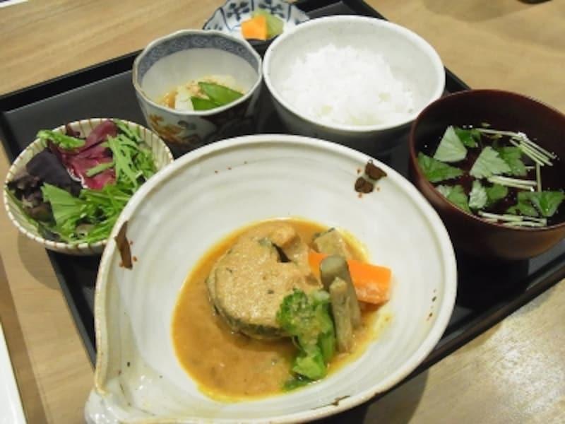 サバの味噌煮定食(980円)