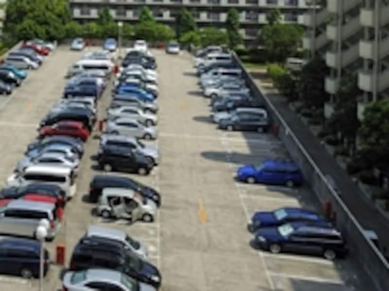 マンションの共用部分のリフォームと時期が重なると、駐車場が使えないトラブルが起きることも。