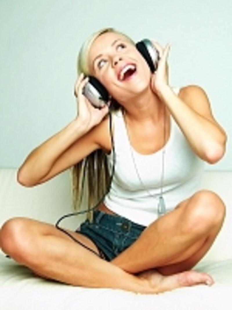 美しいな声は、聞く人の耳を癒します。日々のケアとヨガポーズで手に入れましょう。