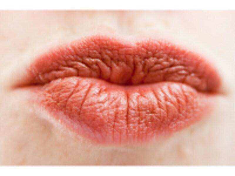 縦シワの多い唇はトラブルのサインです