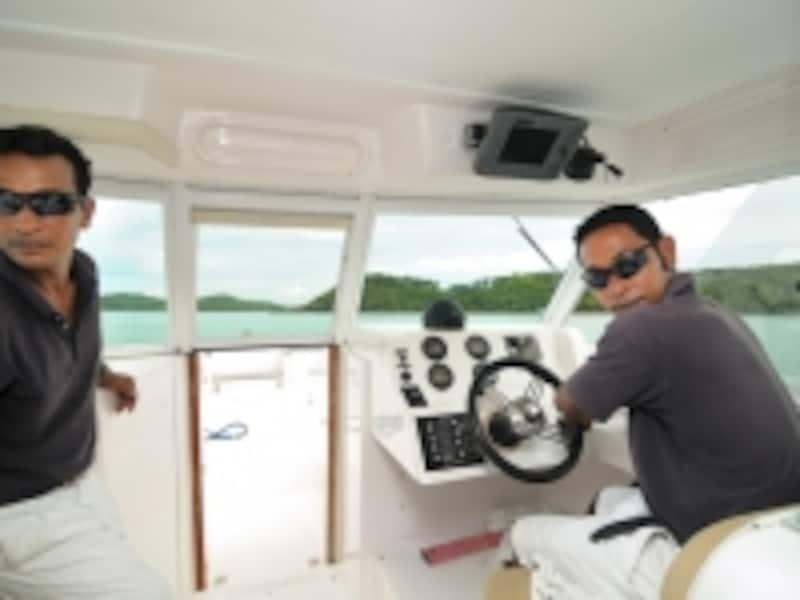 世界中から訪れるセレブリティたちを乗せてきたスピードボート