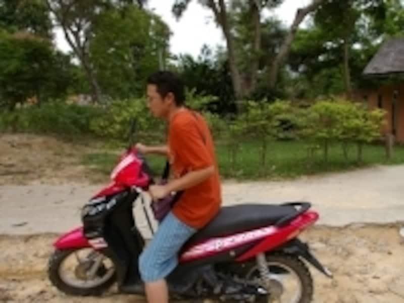 交通費の高い島ではレンタルバイクが大活躍!