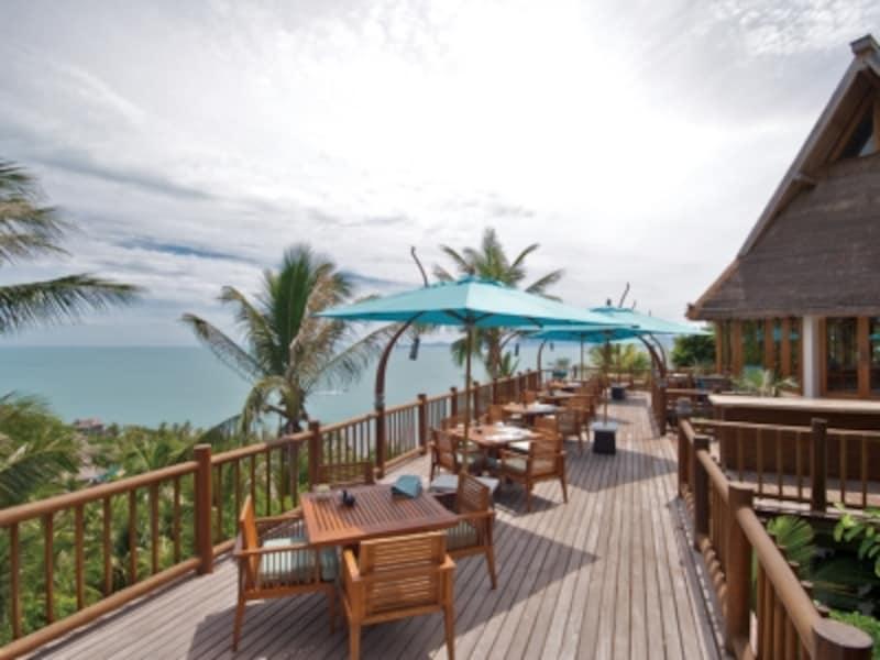 常夏のビーチリゾート、外の席は暑いかな?と思いきや、意外に海風が心地よく、快適