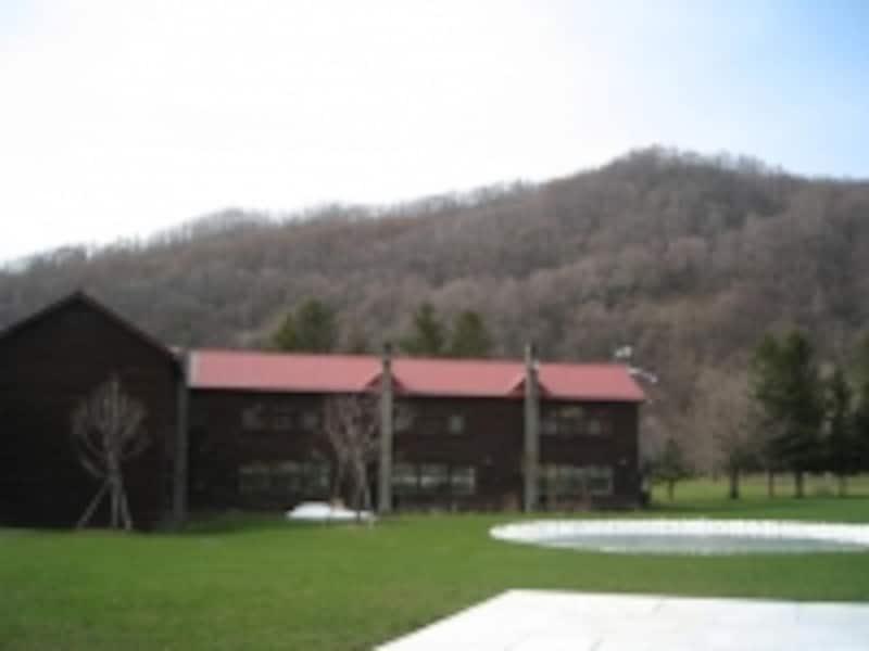 木造校舎外観