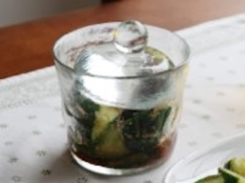 ミニ浅漬鉢 1050円(税込) 浅漬鉢 1260円(税込) ガラス製なので匂いもつきにくく、お手入れも簡単。手作りならではの柔らかい雰囲気も魅力。