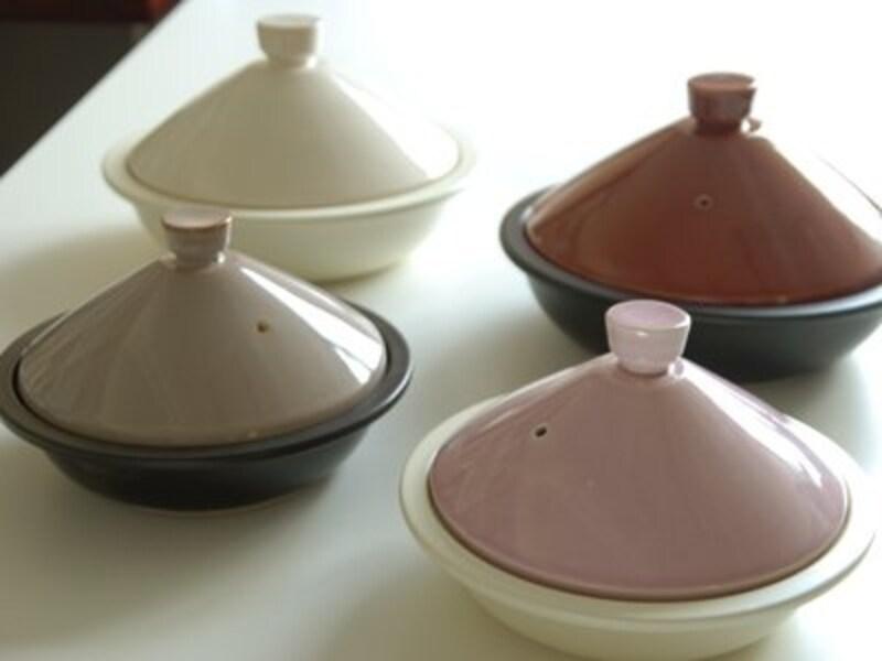 STEAMPOT 2~4人用 4725円(税込) 1~2人用 2625円(税込) 単に蒸し器として、またスノコを外して土鍋としても使用可能。野菜がおいしいレシピ付き。新色のホワイトとパープルも仲間入り。