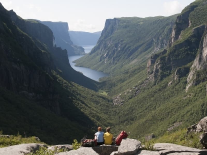 雄大な淡水のフィヨルドが見られるグロスモーン国立公園。ハイキングトレイルも多く、アウトドアのメッカ(C)CTC