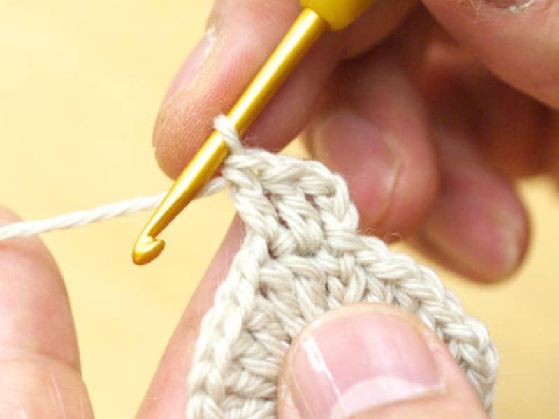 長編み2目を編んだところ
