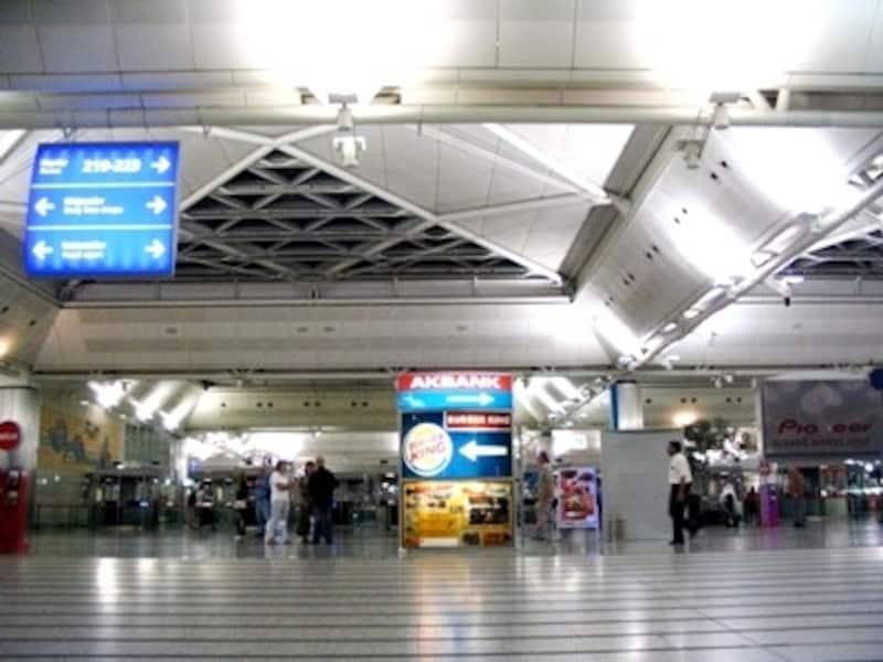 トルコに入る空の玄関、イスタンブールのアタトゥルク空港