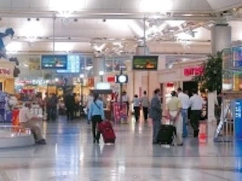 カフェや免税店もある程度揃っているので、比較的時間が過ごしやすいアタトゥルク空港