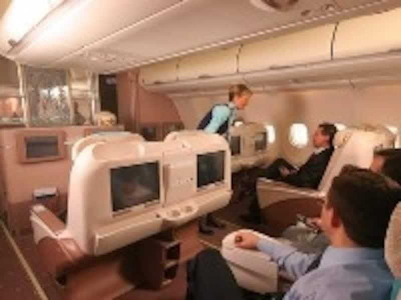 こちらは、関空とイスタンブール間を飛ぶエアバスA340のビジネスクラス(©travelfirst)