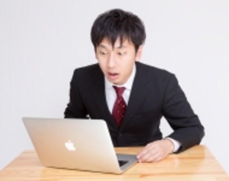 驚くビジネスマン