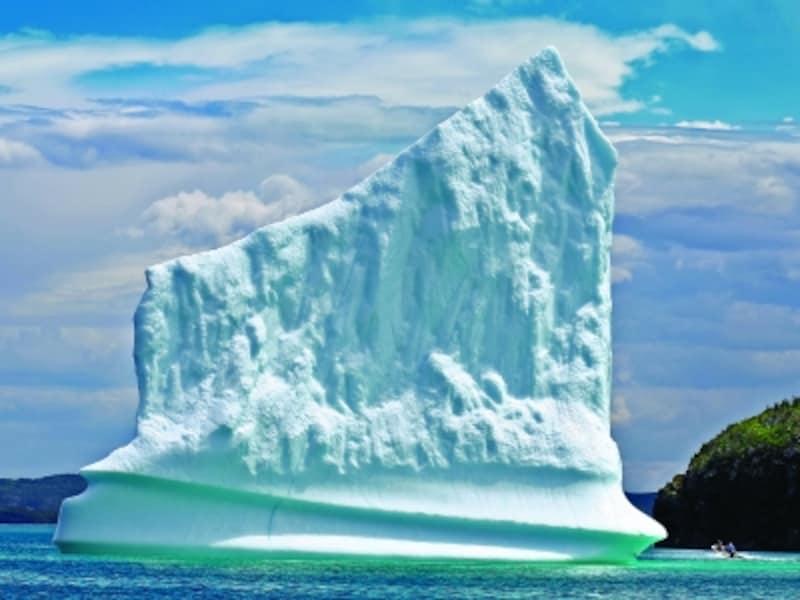 グレーシャーブルーと呼ばれる、独特の青みがかった色が氷山(=氷河からの氷)の特徴(C)NewfoundlandandLabradorTourism