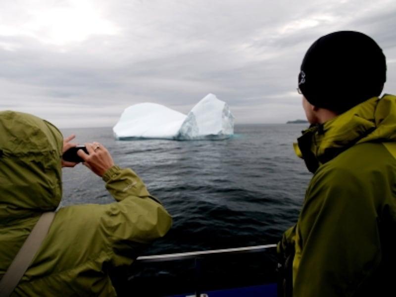 6月でも海上は寒く冬の装いは必須(C)CTC