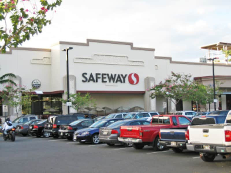 全米展開の大手スーパー。カパフル店近くには「レナーズ」「ワイオラ・シェイブ・アイス」など人気スイーツ店もある