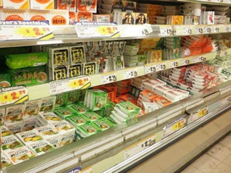 納豆だけでもこれだけの種類が!日本でいつも食べている納豆も並んでいる