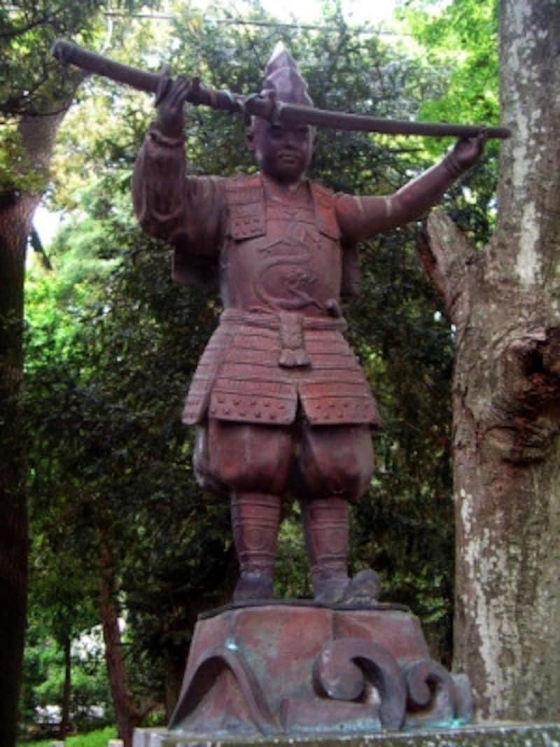 先代新田義貞公銅像